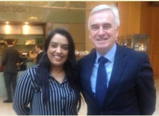 Naz Shah tillsammans med John McDonnell som hon har arbetet för tills att hon i dag lämnade sin tjänst. Skärmdump från Gudio Fawkes.