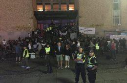 Demonstration utanför Medborgarplatsen i Stockholm